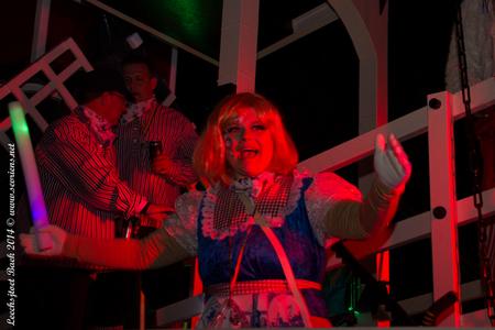 Carnaval - Leechsjtoet 2 - Carnaval 2014, Leechsjtoet te Baek. Hollandse dame. - foto door lucsevriens op 03-03-2014 - deze foto bevat: carnaval, lichtstoet, leechsjtoet, baek