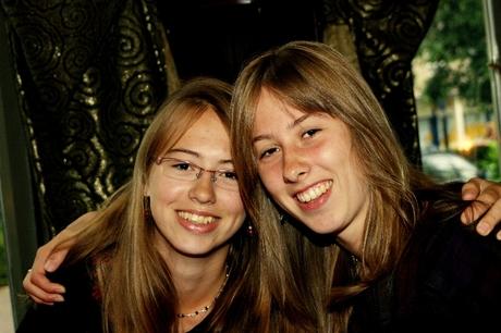 model en haar zus