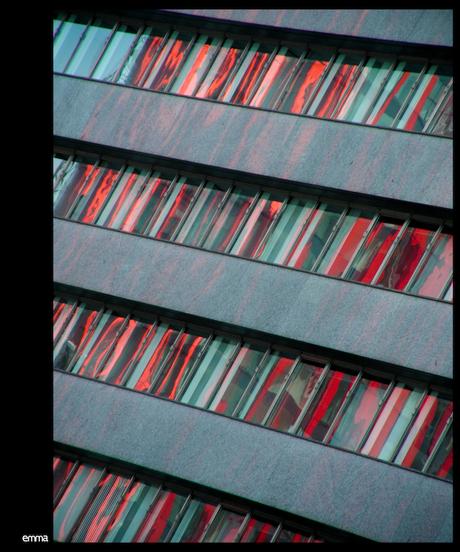 Architectuur: Rode Gordijntjes & Lamellen