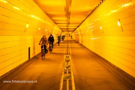 De Fietstunnel in Rotterdam - 20160227 1778 De Fietstunnel in Rotterdam - foto door fritskooijmans op 25-03-2016 - deze foto bevat: rotterdam, fiets, fietser, ondergronds, fietstunnel