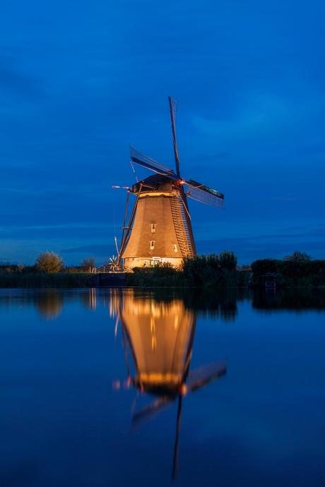 Illuminated mill