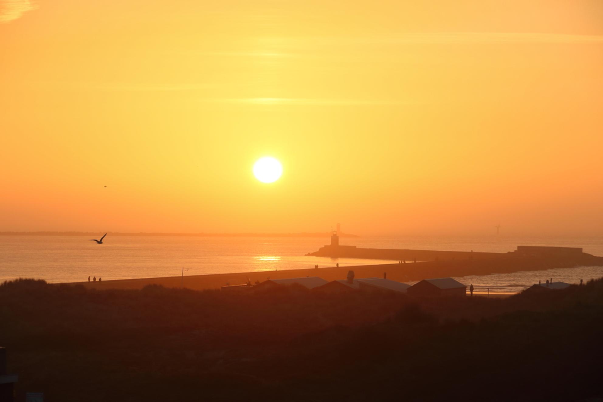 wijk aan zee in de avond 2 - Avond zon 2 - foto door Ton-pot op 27-02-2021 - Deze foto mag gebruikt worden in een Zoom.nl publicatie