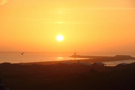 wijk aan zee in de avond 2 - Avond zon 2 - foto door Ton-pot op 27-02-2021