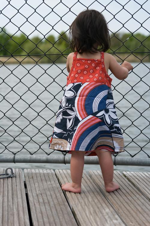 Uitkijken over het water - Een mooie middag in het Natuurpark Lelystad - foto door Alexander5592 op 27-05-2010 - deze foto bevat: roze, bloem, water, kind, buiten