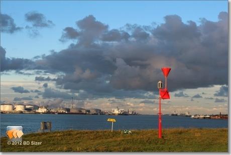 Wolken boven de Europoort