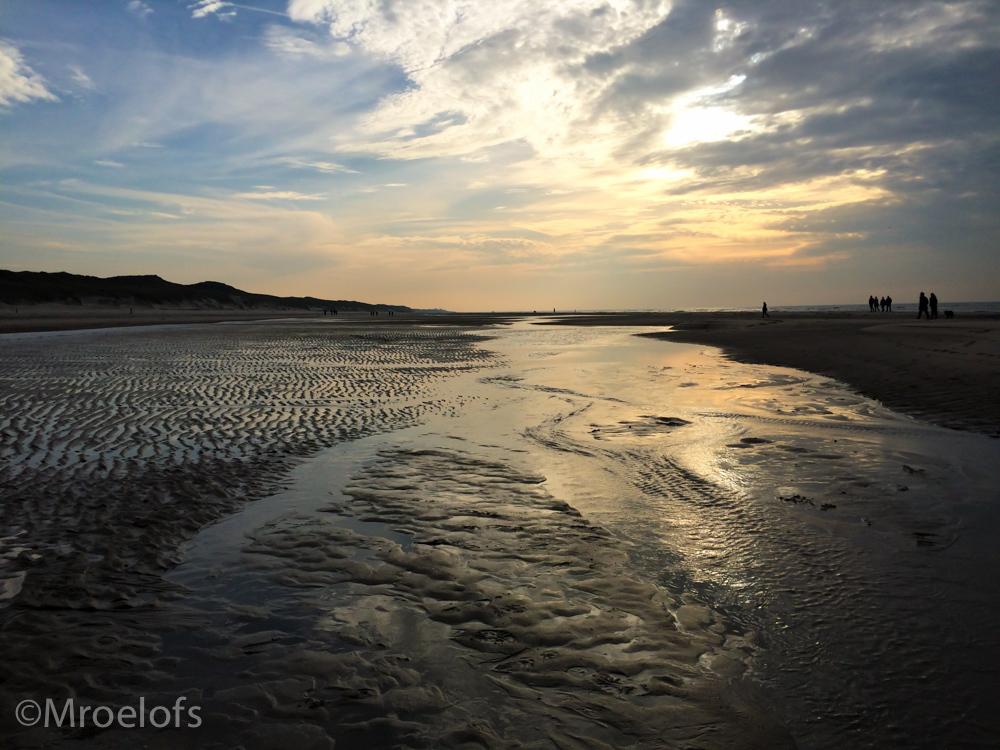 strand schoorl - Foto van vorig jaar november, gemaakt op het strand in Schoorl met mijn Iphone 5s. Toen geen camera meegenomen dat weekend, maar dat doe ik nooit me - foto door MaiMai14 op 14-05-2015 - deze foto bevat: zon, strand, zee, zonsondergang, duinen, kust, nederland, schoorl