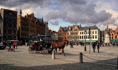 de Markt in Brugge - De grote markt in Brugge - foto door thuban op 02-04-2010 - deze foto bevat: paard, stad, belgie, plein, brugge, koets