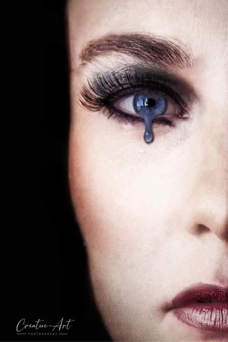 Tears of you - - - foto door Gwendoline op 03-03-2021 - deze foto bevat: vrouw, photoshop, fotoshoot, flitser