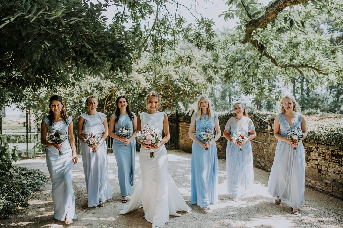 Bride Squad - - - foto door daniellephotography op 02-08-2018 - deze foto bevat: vrouw, licht, portret, liefde, daglicht, fashion, beauty, emotie, bruid, bruiloft, glamour, blond, mode, fotoshoot, visagie, 50mm, 35mm, bridesmaids