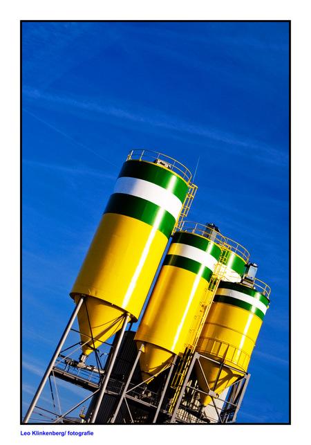 cement - industrieterrein in Katwijk - foto door LeoKlinkenberg op 10-04-2010 - deze foto bevat: katwijk, leoklinkenberg