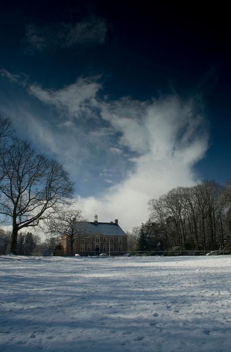 4 - het landhuis van Molecaten.  (Dit is er een uit de oude doos) - foto door bartrock op 22-11-2009 - deze foto bevat: natuur, sneeuw, winter, bos, canon, huis, fotografie, 400d