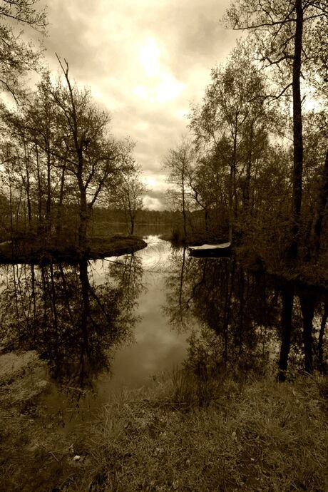Bootje in het meer bij Hijken.