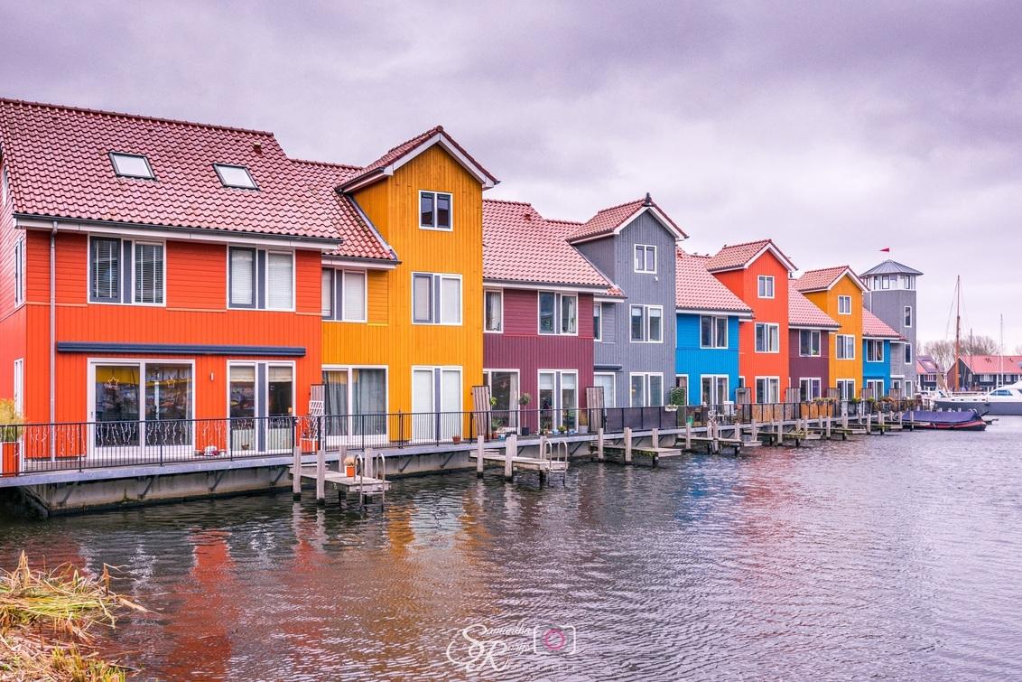 Reitdiephaven - - - foto door samantharorijs op 26-02-2021 - deze foto bevat: lucht, abstract, water, licht, architectuur, reflectie, landschap, gebouw, stad, groningen, huis