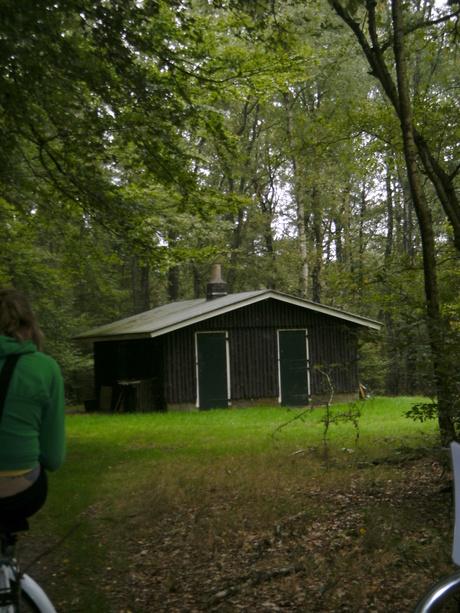 Een boswachters huisje.