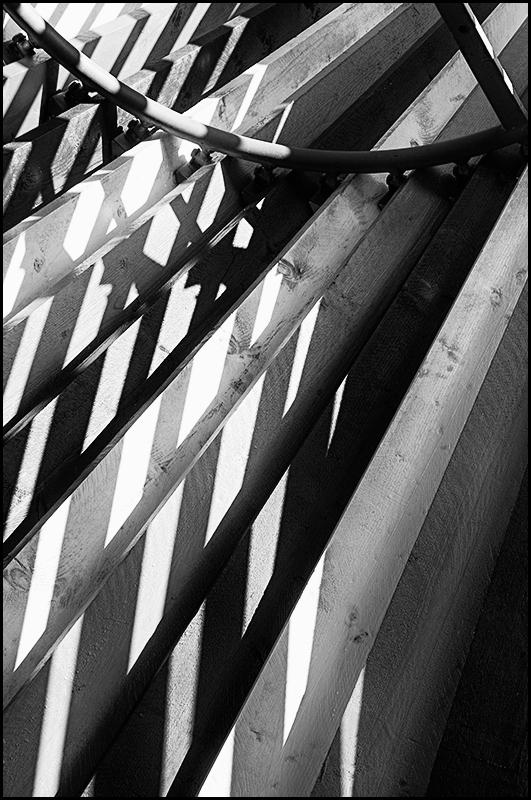 Creative mines 07 - Ik vind het altijd heerlijk om te zoeken naar platen welke je in eerste instantie niet ziet. Wanneer ik deze na wat speurwerk dan vind, kan ik daar v - foto door mphvanhoof_zoom op 25-01-2017 - deze foto bevat: structuur, schaduw, kunst, koeltoren, art, vormgeving, mijn, mijnbouw, kunstwerk, emma, brunssum, projectie, zwart wit