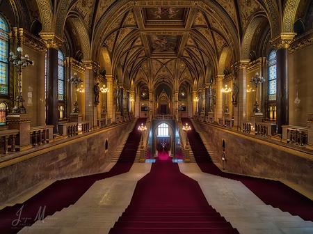 Beautiful interior. - Vorige week een aantal dagen in het mooie Budapest verbleven.  Het Parlementsgebouw, ik had er voor de dinsdagmorgen een rondleiding geboekt. En zo - foto door jmaassen op 28-05-2019 - deze foto bevat: architectuur, interieur, budapest, hdr, parlement, aurora, architecture, panasonic, hongarije, parliament, bracketing, lumix, hungary, interior, dc-g9, laowa 7.5mm f2.0 mft