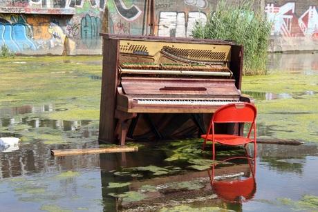 piano in het water
