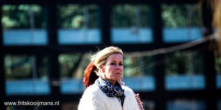 Publiek op de Hein Donnerbrug in Amsterdam - 201503136138 Publiek op de Hein Donnerbrug in Amsterdam - foto door fritskooijmans op 28-05-2015 - deze foto bevat: amsterdam, portret, voorjaar, baby, 2015, hein donnerbrug