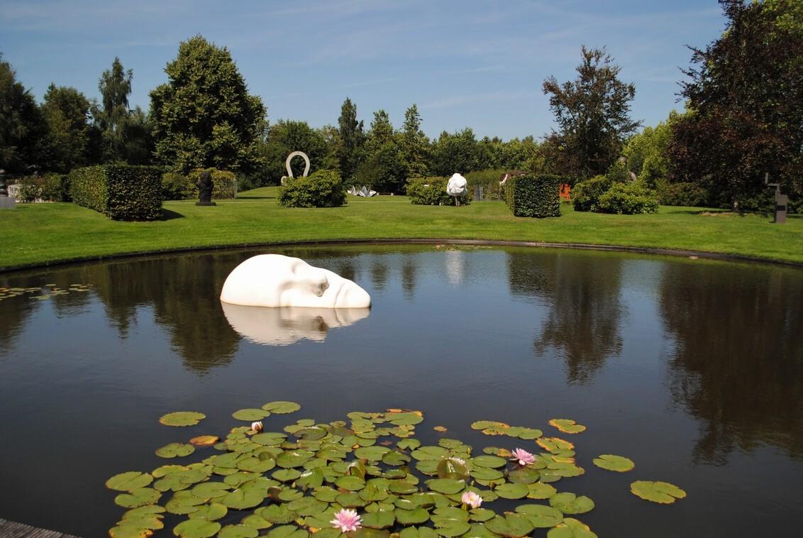Beeldentuin. - Deze  foto gemaakt in de beeldentuin Anninga Hof in Zwolle. - foto door FemmieKoekoek op 05-10-2015