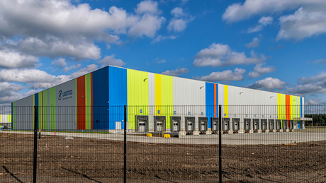 Kleurrijk logostiek gebouw