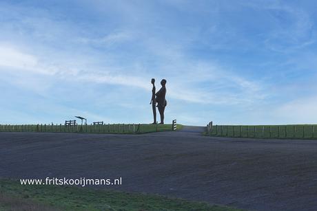 Standbeeld op de dijk bij Holwerd
