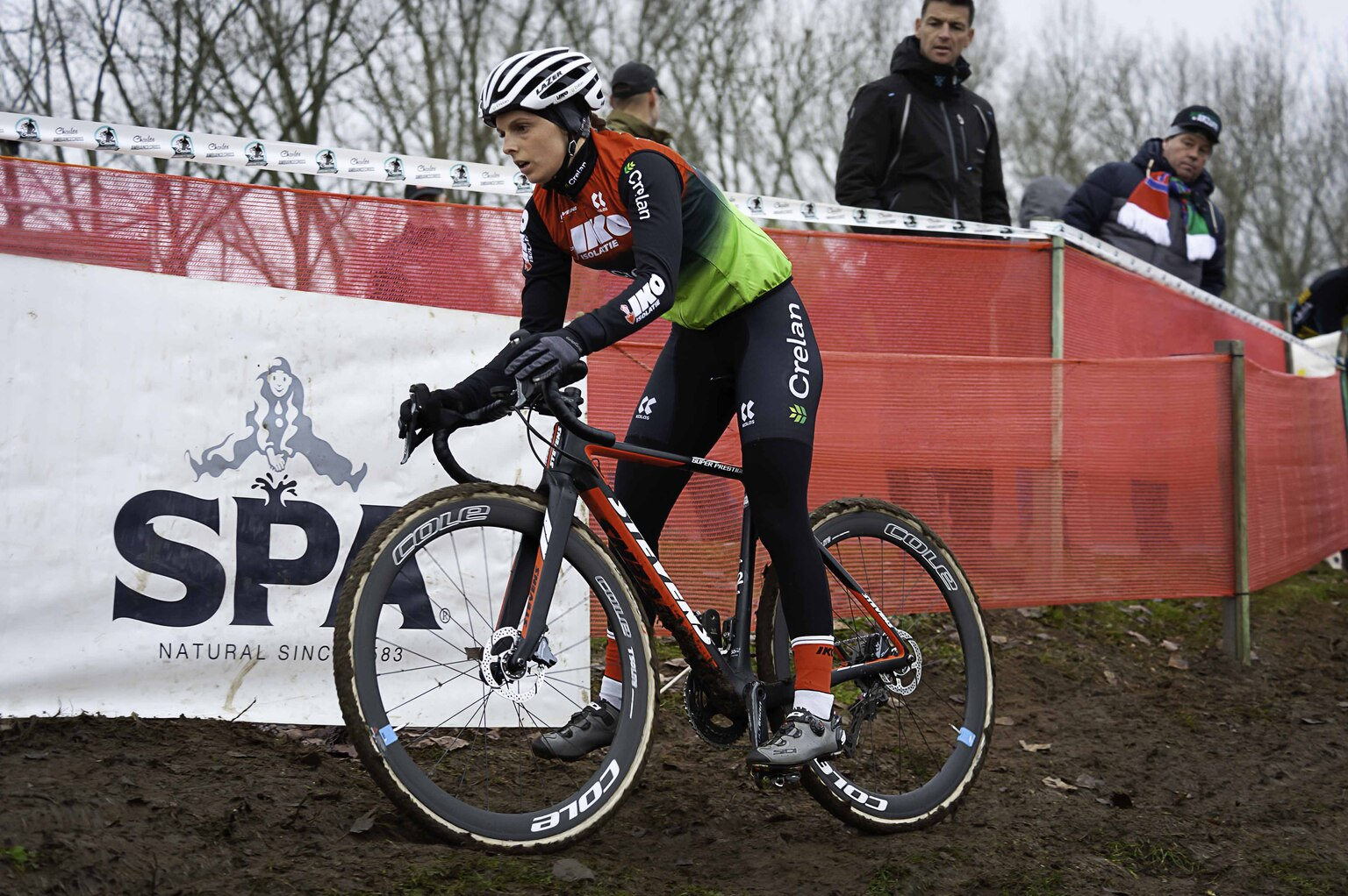 Photography - sportfotgrafie - foto door focuscabrio op 14-04-2021 - locatie: België - deze foto bevat: fiets, band, fietshelm, wiel, fietsshirt, fietsen - uitrusting en benodigdheden, landvoertuig, fietswiel, sportuitrusting, fietsframe