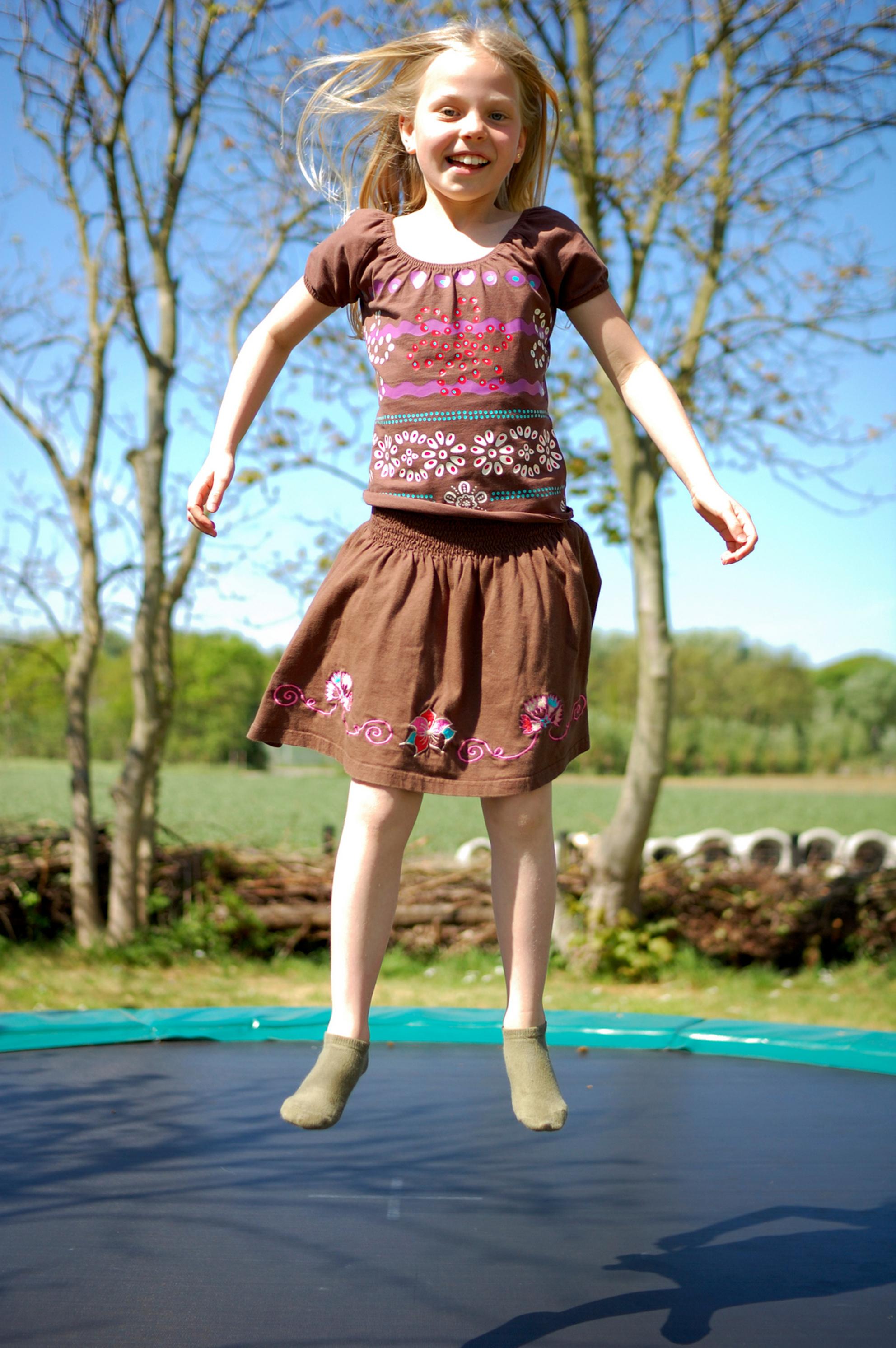 Flora - - - foto door MarcBoas op 01-05-2007 - deze foto bevat: trampoline, flora - Deze foto mag gebruikt worden in een Zoom.nl publicatie