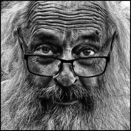 Arendsblik - - - foto door etiennec op 09-11-2016 - deze foto bevat: mensen, portret, zwartwit, straatfotografie