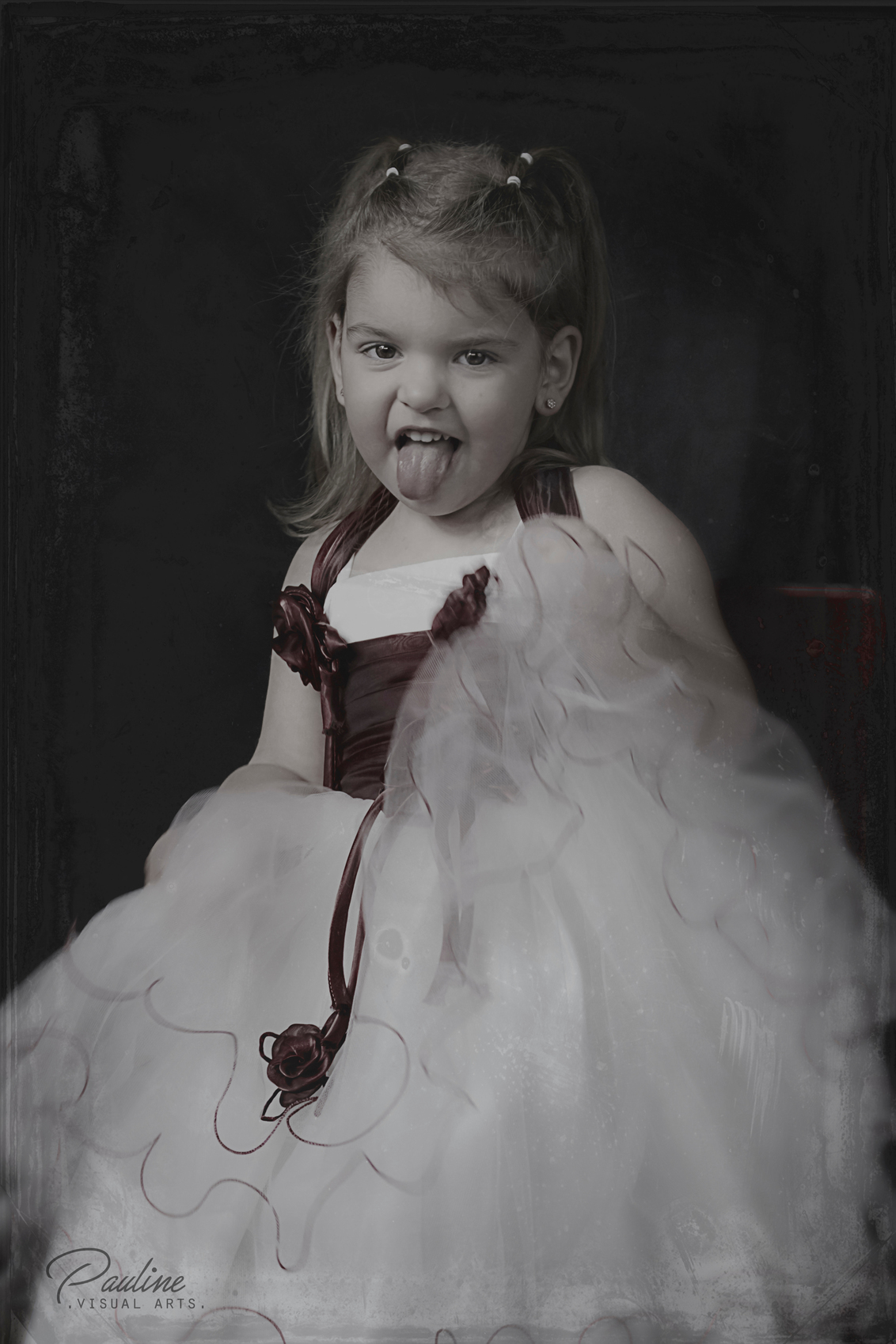 DIVA   KAYSLEY - © Pauline Visual Arts   http://www.paulinevisualarts.nl - foto door Pauline-VisualArts op 21-01-2017 - deze foto bevat: oud, mensen, donker, old, rotterdam, portret, antiek, model, daglicht, kind, kinderen, vintage, meisje, dame, mobiel, naakt, emotie, glamour, studio, photoshop, shoot, jurk, delft, fotoshoot, brutaal, kinderfotografie, prinses, visagie, locatie, lowkey, newborn, antique, cheeky, mobiele studio, Collodion, wetplate, tintype