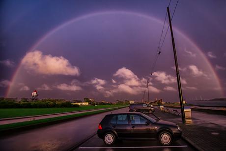 Hoek van Holland gevangen in regenboog