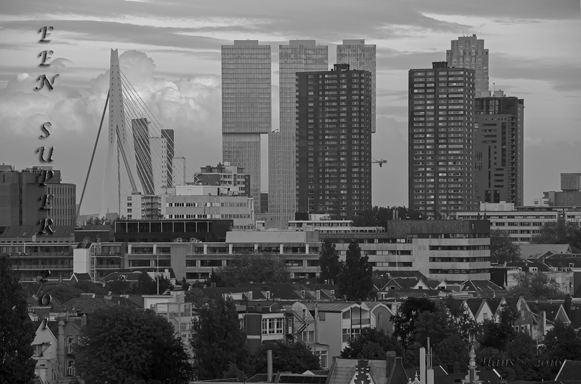 Stukje Rotterdam in zwartwit - Iedereen alsnog de beste wensen voor het nieuwe jaar. Ben er weer lang uit geweest. Eindelijk een paar daagjes vrij om bij te komen.   Foto is een  - foto door Hans1969_zoom op 02-01-2017 - deze foto bevat: rotterdam, stad, zwartwit - Deze foto mag gebruikt worden in een Zoom.nl publicatie