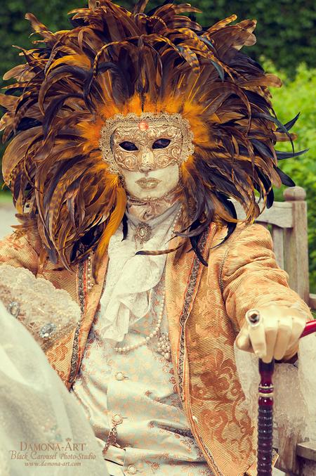 The Phantom King - In 't groot bekijken graag  Zo zo, eens iets anders dan Pinup hehe. Overlaatst heb ik deze gekostumeerde weten te fotograferen op een jaarlijks eve - foto door damona-art op 02-06-2012 - deze foto bevat: portret, fantasie, flits, nikon, bal, venetie, belgie, masker, fotografie, kostuum, king, venice, strobist, event, d300, costume, Damona, Gekostumeerd
