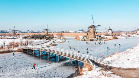 Typisch Holland: Schaatsen tussen de molens van Kinderdijk