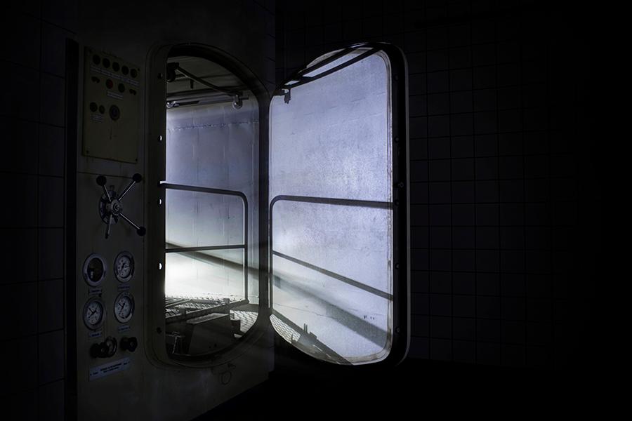 KKH Kinderkrankenhaus - Verlaten kinderziekenhuis - mortuarium - foto door devira op 16-07-2013 - deze foto bevat: licht, iris, vergeten, urban, mortuarium, verlaten, ziekenhuis, forgotten, urbex, kinder, exploration, abandoned, hospital, exploring, haus, hospitaal, ue, kinderkrankenhaus, Devira, KKH, kranken