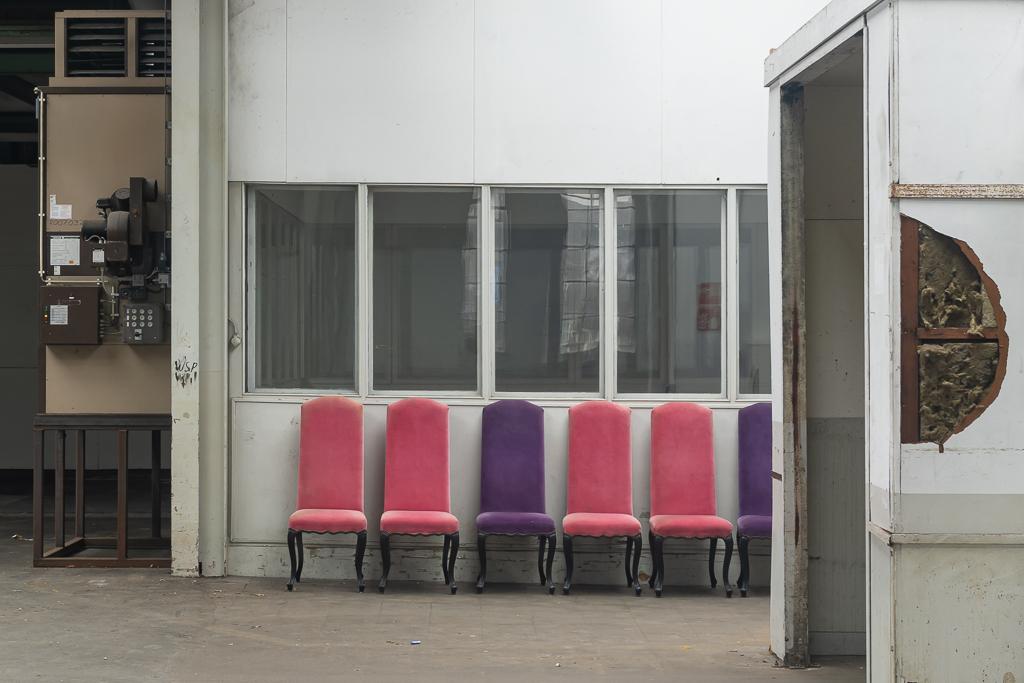 Hembrug 9 - XXX - foto door Jaap93 op 04-05-2021 - deze foto bevat: hembrug, meubilair, stoel, interieur ontwerp, verdieping, hout, vloeren, facade, rechthoek, automotive ontwerp, magenta