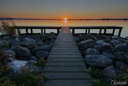 Sunset Schildmeer Groningen - Zonsondergang bij het Schildmeer in Groningen - foto door Leffrie op 16-10-2020 - deze foto bevat: zon, water, zonsondergang, landschap