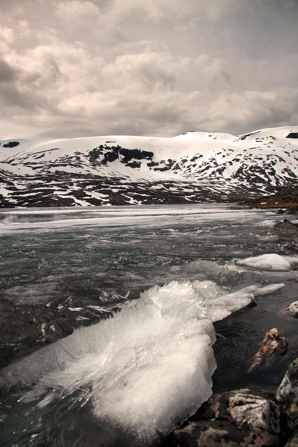 Noorwegen (5) - Noorwegen, juni 2013 - foto door hillegonda op 24-08-2013 - deze foto bevat: lucht, water, sneeuw, ijs, bergen, noorwegen