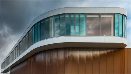 Zernike: 'Cor tenstaal' (1) - Hockeystick :-)  Exif: Datum 05-12-2020 f/3.5 1/80 sec. ISO-100 36 mm. - foto door corvee1r op 07-12-2020 - deze foto bevat: lucht, abstract, lijnen, architectuur, reflectie, gebouw, perspectief, groningen, modern, zernike, Cortenstaal, corvee1r