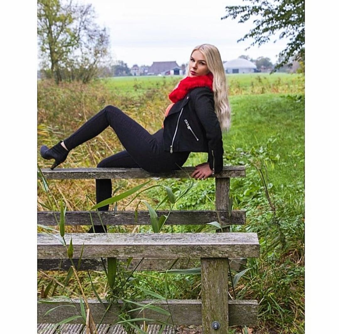 Melissa op de brugleuning - - - foto door hprinsen op 07-11-2019