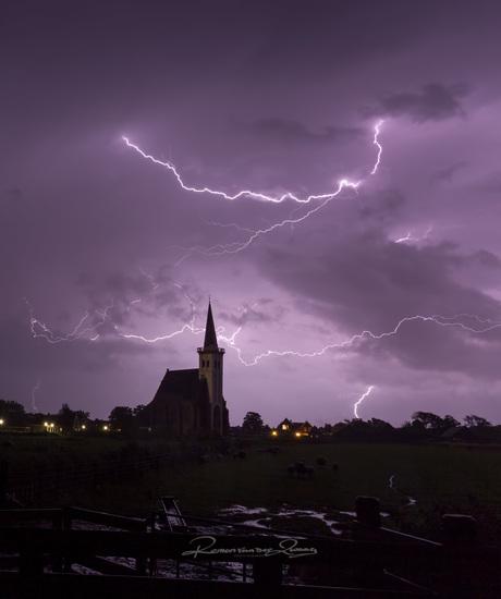 onweer boven de kerk