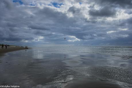 blauw in de lucht en over zee