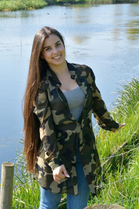 model Elenie