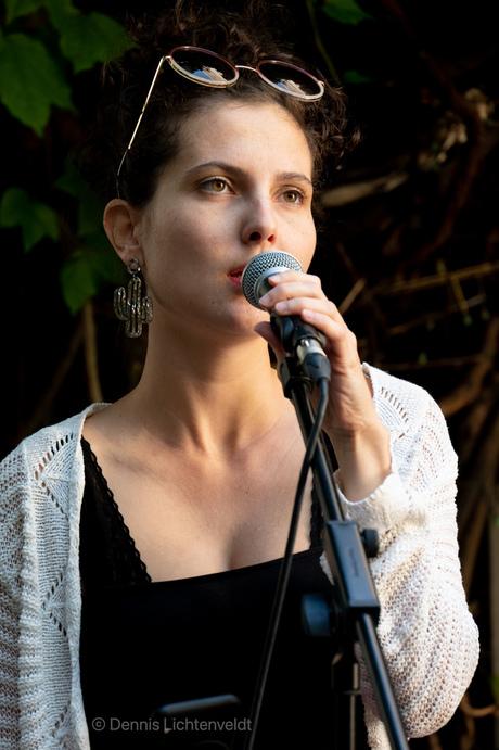 Dreamy Singer