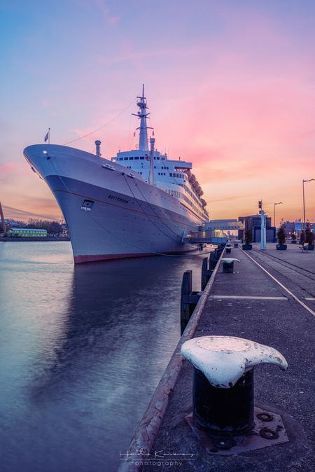 SS Rotterdam - - - foto door Hendrik1986 op 23-04-2020 - deze foto bevat: zon, zee, water, rotterdam, boot, zonsondergang, spiegeling, pier, kade, ss rotterdam