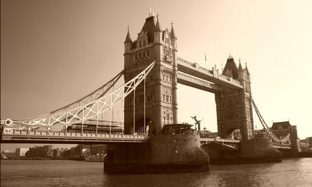 terug in de tijd - - - foto door Tegeltje op 14-04-2009 - deze foto bevat: londen, tower, bridge, brug