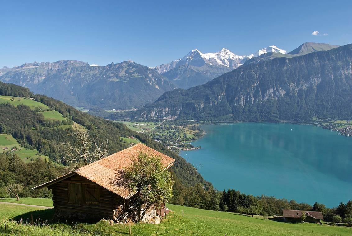 Baetenberg - Thunersee en op de achtergrond Eiger, Mönch en de Jungfrau. - foto door paulcelus op 08-10-2016 - deze foto bevat: panorama, natuur, landschap, bergen, meer