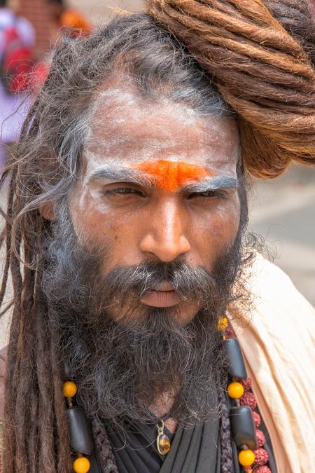 man in Rishikesh (India) - Net terug uit India. Helaas geen tijd gehad om al jullie foto's van commentaar te voorzien. Heb al wel mooie voorbij zien komen. Probeer vanaf nu  - foto door jhslotboom op 03-07-2016 - deze foto bevat: man, mensen, portret, daglicht, india, straatfotografie, closeup, hindoe, rishikesh, pelgrim