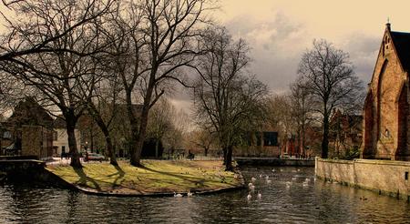 """Brugge - Wederom stukje Brugge, ditmaal foto van vriendin, met 10 mp Olympus mju, door mij """"herwerkt"""". - foto door thuban op 31-03-2010 - deze foto bevat: water, stad, kanaal, belgie, brugge"""