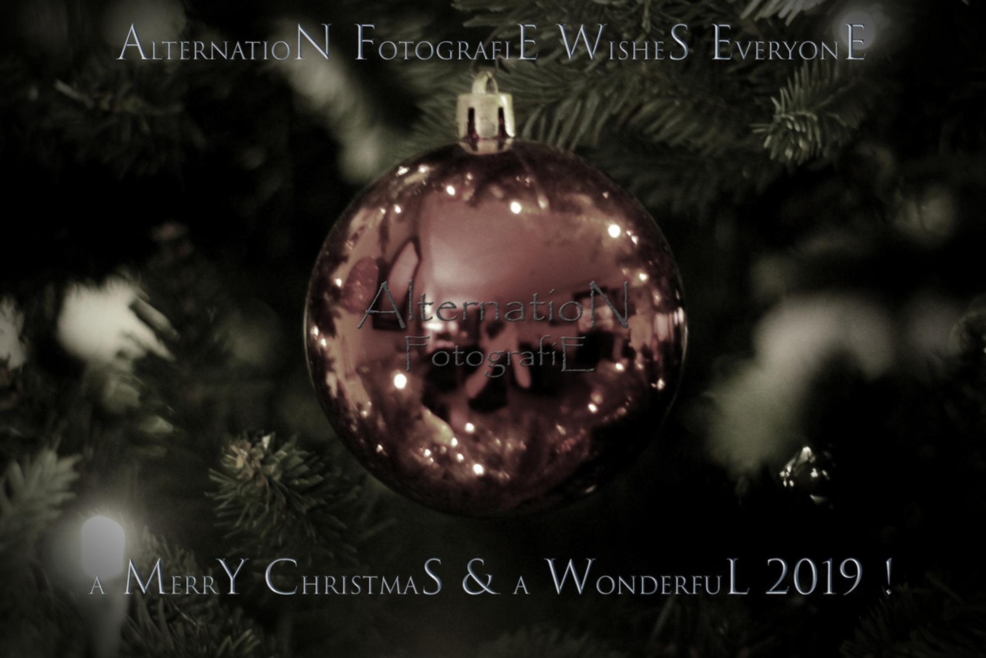 Merry Xmas Everybody - - - foto door AlternatioN photography op 16-12-2018 - deze foto bevat: donker, kleur, glas, abstract, licht, sneeuw, kerst, spiegeling, schaduw, stilleven, kunst, reflecties, christmas