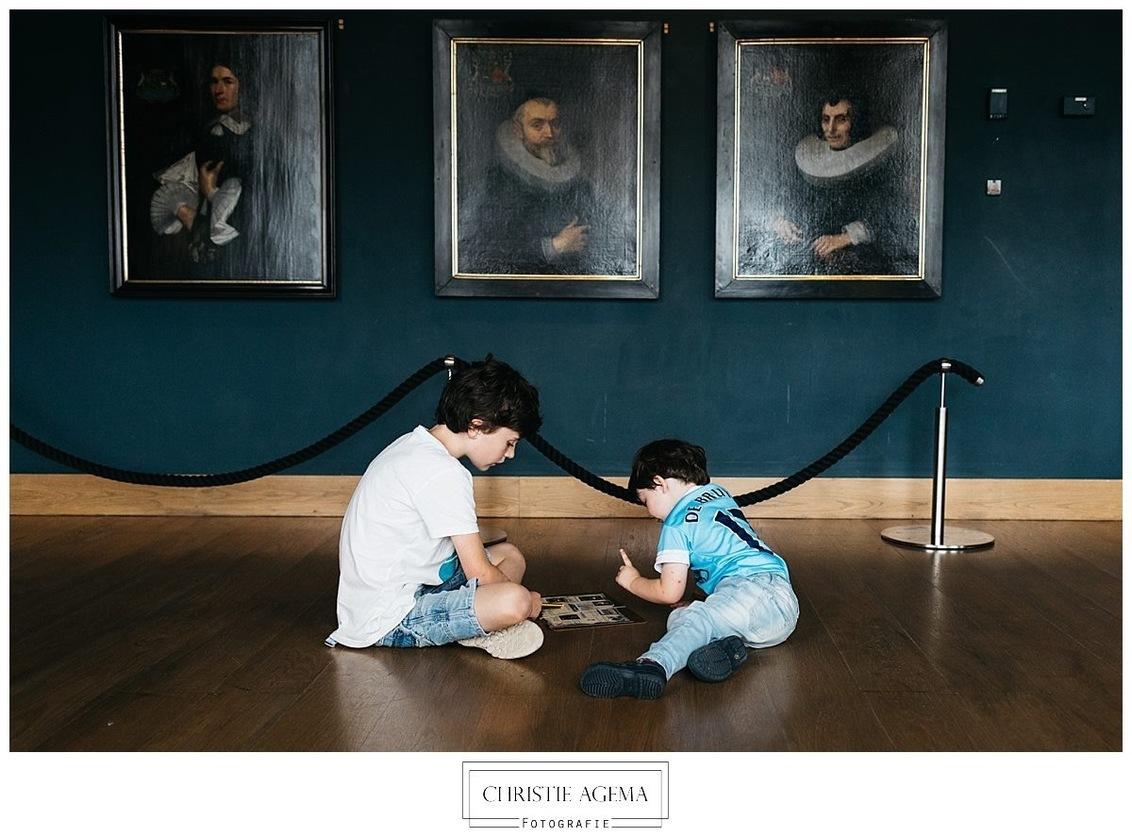 Dagje museum - - - foto door Christiea op 24-10-2017 - deze foto bevat: kinderen, museum, vlissingen, schilderijen, 35 mm, day in the life, documentaire familie fotografie